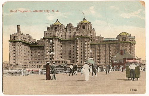 Vintage postcard showing the Hotel Traymore, Atlantic City, New Jersey 1918