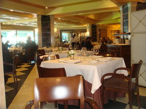 Restaurante puerta 57 santiago bernabeu madrid for Puerta 57 restaurante