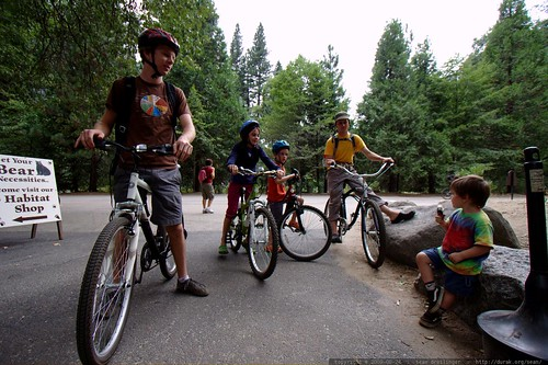 bikers arrive in yosemite village    MG 4534
