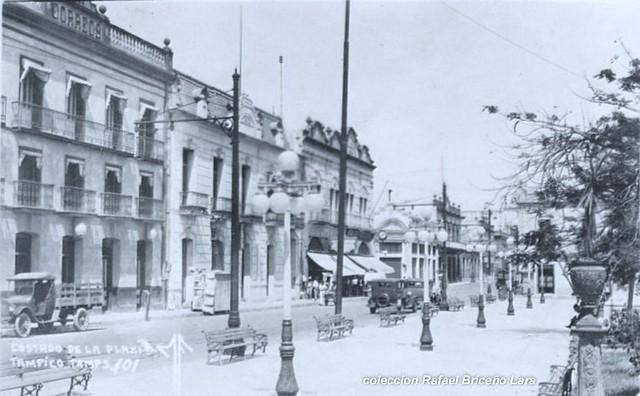 Oficina de correos frente a la plaza de la libertad for Oficina de correos