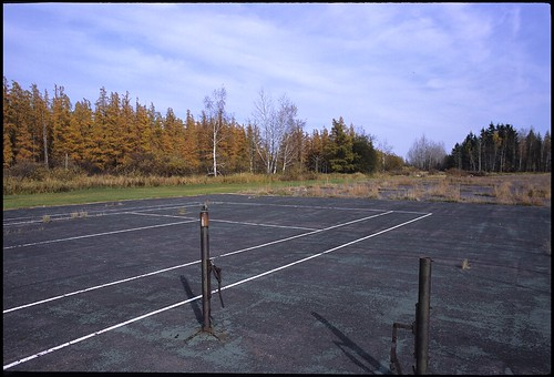 Abandon tennis court