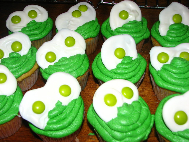 """""""Sam I Am"""" cupcakes 