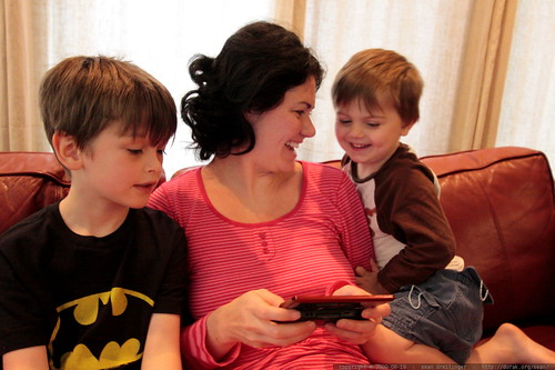 rachel shows her boys some fine points of nintendo DS gaming