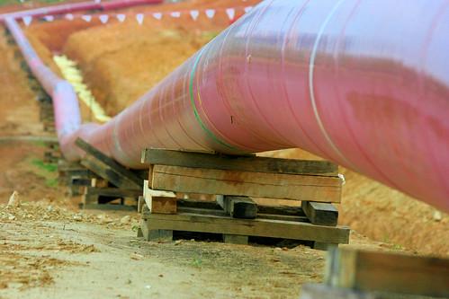 Gazociąg, którym będzie przesyłany gaz ziemny, w czasie budowy w USA.