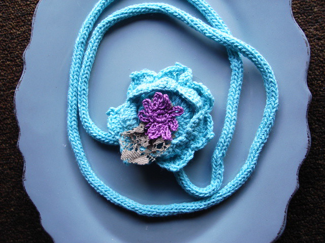 Turquoise crochet kneclace