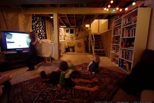 kids watching college football and listening to a trance audio stream    MG 6161