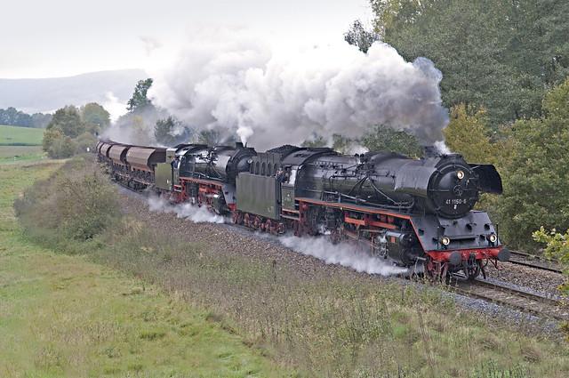 80. 41 1150 en 41 1144 en opdrukloc 52 8079 met DGz 93358 van Immelborn naar Eisenach Gbf bij Oberrohn 24-10-2009.jpg
