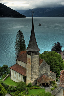 Imagem de Schloss Spiez. mountain lake alps castle church switzerland swiss schloss thunersee spiez schlosskirche