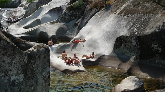 50 rincones naturales de aguas cristalinas que cuesta for Piscinas naturales en caceres