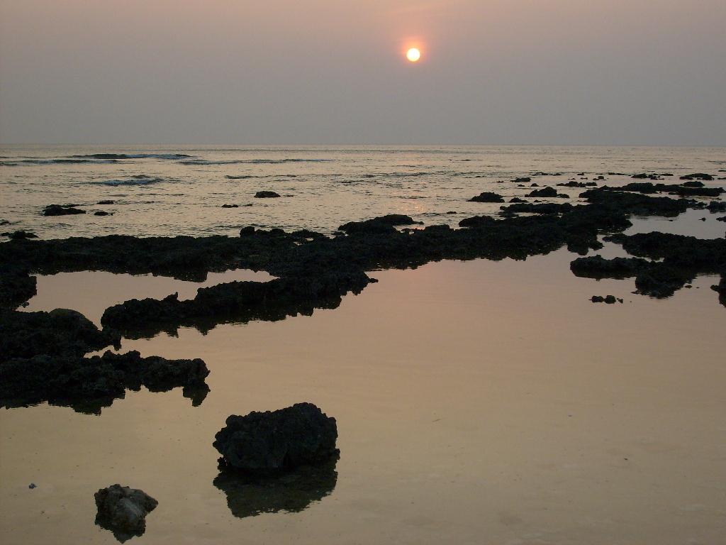 墾丁萬里桐海域的夕陽景觀