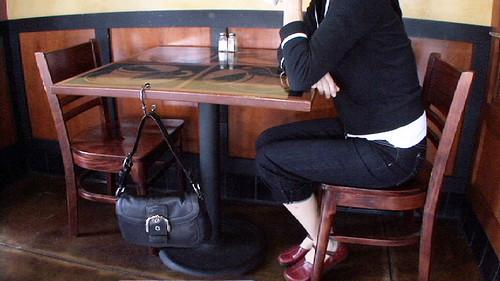 Clipa keeps your purse clean