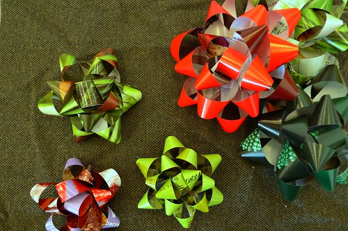 day 064: recycled magazine bows