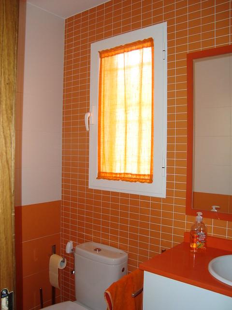 Cortina De Baño Funny World:Cortina ventana baño naranja