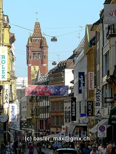 Basel: Freiestrasse mit Blick auf das Rathaus