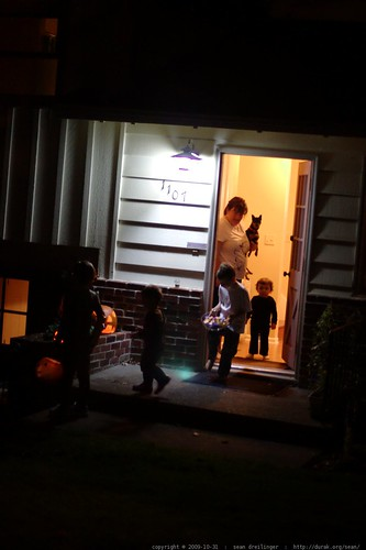 kids at this house recognized the transformers costumes &  characters     MG 7580