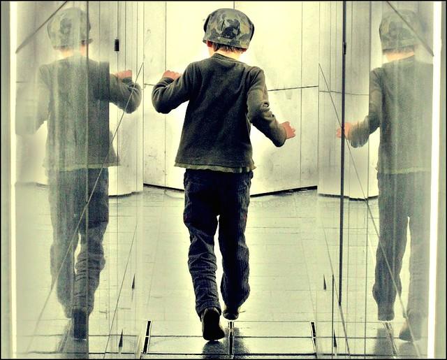 Dedal ~ Δαίδαλος ~ The Kid, Dancing in the Rain ~ Paris ~ MjYj