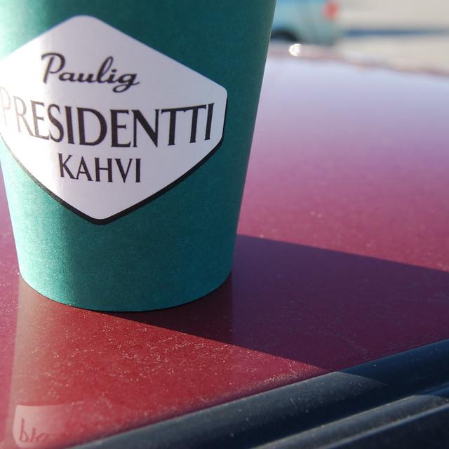 Una taza para llevar el café - Kahvi - con uno