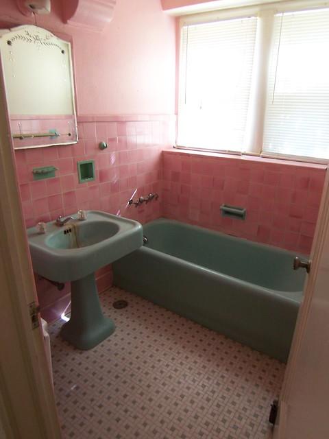 Attractive Vintage Pink Tile Bathroom From 1920u0027s