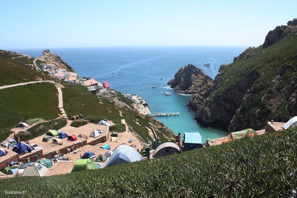 Bien sûr, comme dans tout endroit touristique qui se respecte, on peut y faire du camping. La vue est extraordinaire.