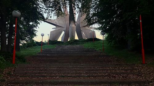kosmaj spomenik monument memorial mountain serbia nob partisan belgrade