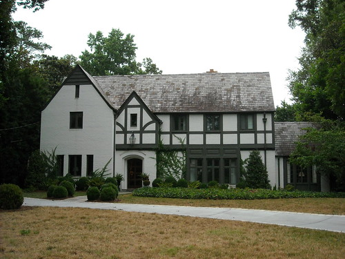 Things that inspire tudor and english style houses for English tudor style homes