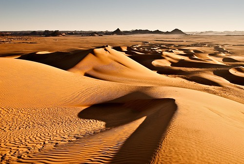 africa orange hot sahara yellow sunrise dawn algeria sand nikon holidays waves shadows desert dunes dune dry arena explore amanecer amarillo desierto d200 frontpage naranja vacaciones argelia explored danico