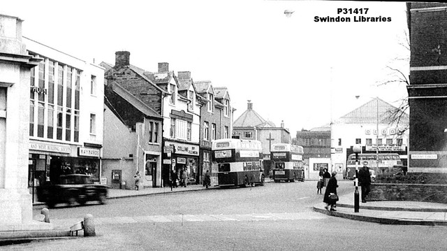 1960s?: The Cenotaph and Town Hall at Regent Circus, Swindon