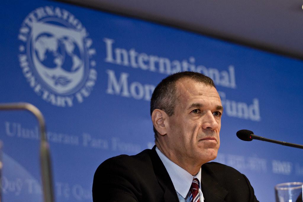 Il Commissario Cottarelli contro le spese pazze: non si può risparmiare per spendere di più