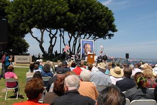 National Salute to Bob Hope and the Military görüntü. statue worldwarii tribute publicart veterans worldwar2 bobhope ussmidway portofsandiego tunaharbor taffy3 gstmole