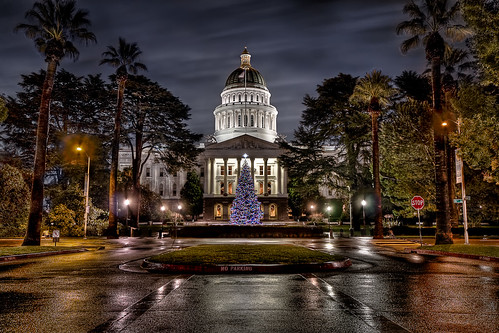 christmas building architecture night photoshop sacramento 20mm norcal californiastatecapitol hdr sfist sigma1020mm 3xp photomatix tophdr canon40d hdraddicted hdraward joeercoli anvilimage afterdarkhdr