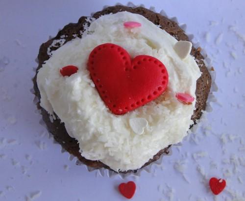 cupcake chocolate, ganache e creme de baunilha - coração