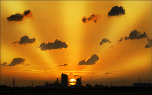 sunset sky urban cloud silhouette structures rays beams