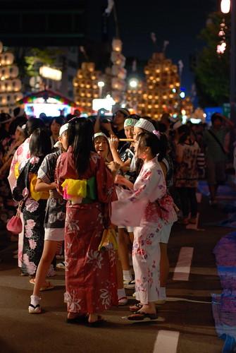 girls japan night japanese kimono matsuri akita 秋田 kanto まつり dsc9285 竿灯