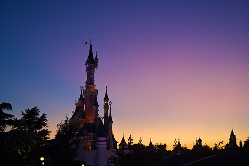 pink sunset color colour castle silhouette yellow purple disneyland disney dlrp sigma3570 sonydslra200 sleeepingbeauty orancg