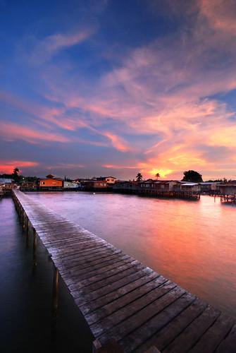 blue sunset sea sky clouds landscape nikon dusk jetty malaysia bluehour 2009 sabah d80 hhsp hockhowsiewpeng tanjongaru