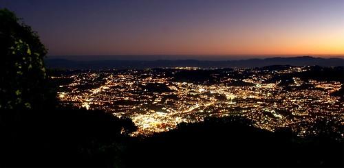 sunset sky lights navidad luces venezuela ciudad colores m caracas montaña frio anochecer teleferico cerroavila guarairarepano mygearandme caracassunset estedecaracas dblringexcellence bbng
