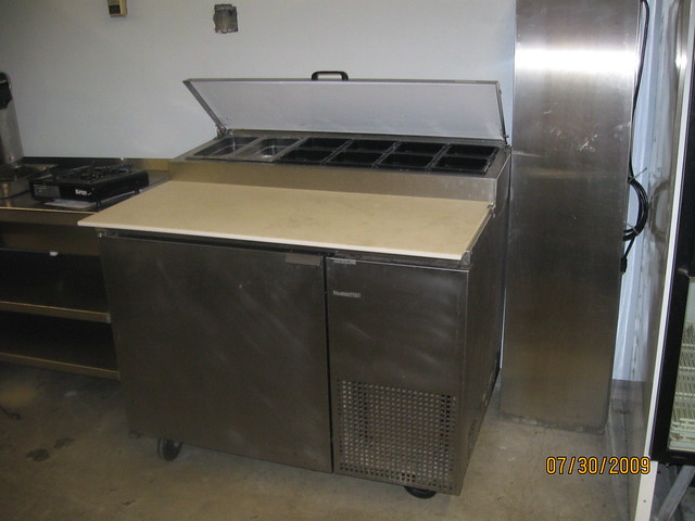 Commerical Kitchen Prep Table With Outlets