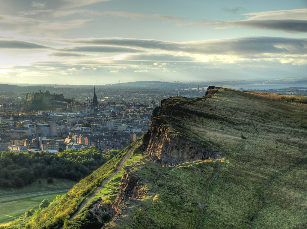 Edimburgo - Monte Arthur's Seat (vista de la ciudad y el monte - HDR)