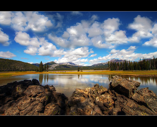 mountains oregon sisters landscapes rocks lakes pacificnorthwest hdr sparkslake photomatix brokenmountain superaplus aplusphoto platinumheartaward sigma1020mmf35exdchsm canoneosrebelt1i
