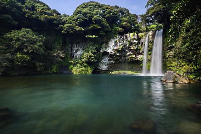 Morning at the waterfall