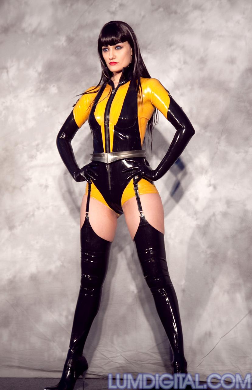 Фото латексные костюмы 13 фотография