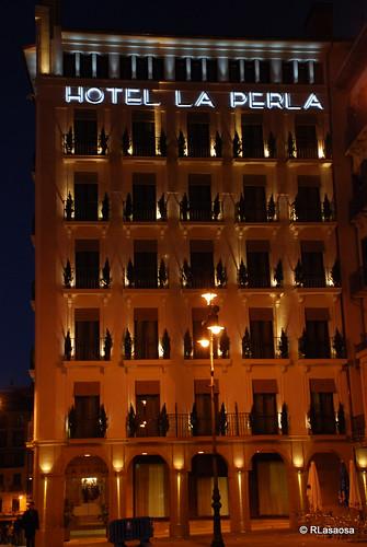 El Gran Hotel La Perla visto desde el quiosco de la Plaza del Castillo