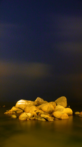 china blue light sea sky seascape yellow night clouds landscape geotagged golden noche moving rocks nacht smooth scenic explore boulders guangdong granite noite 中国 nuit notte zhuhai southchinasea lu pearlriver nachtaufnahme 满月 广东 珠海 otw explored ©allrightsreserved jiuzhou 夜间 情侣路 jida platinumheartaward loversavenue qinglü qinglv geo:lat=22264599 geo:lon=113584245