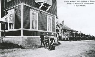 Keiser Wilhelm II, kong Haakon VII og dronning Maud besøker Fjellseter Turisthotell