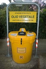 waste containment, waste container, yellow,