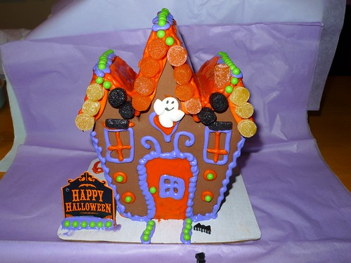 haunted house Halloween cake
