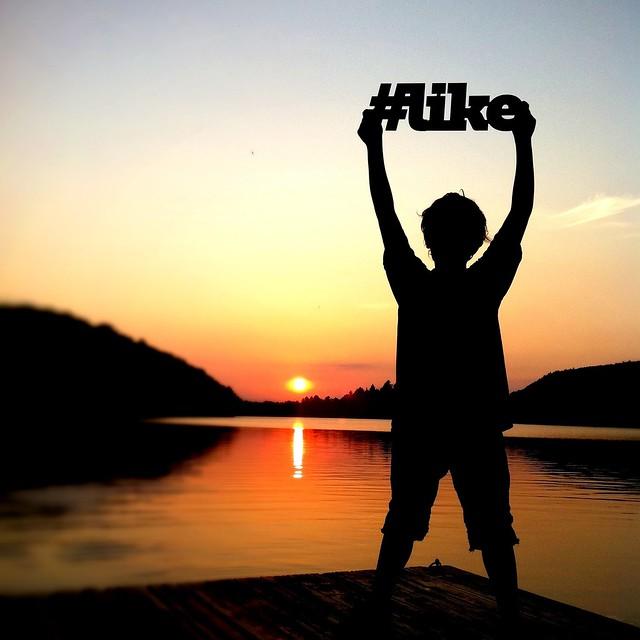#like 2 [hashtag serie©]