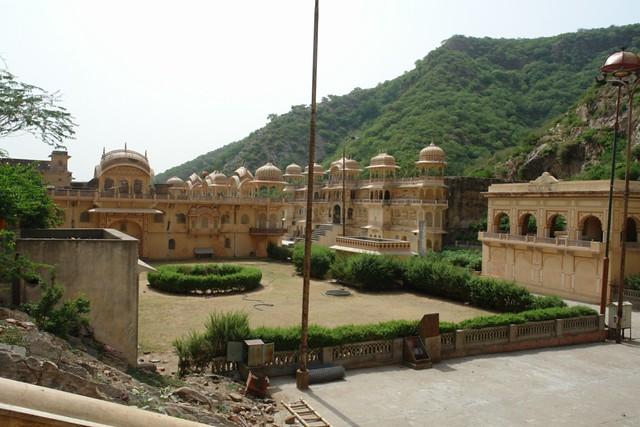 Templo de los monos de Jaipur Galwar Bagh, el templo de los Monos de Jaipur - 13185603383 8d25cd163a z - Galwar Bagh, el templo de los Monos de Jaipur