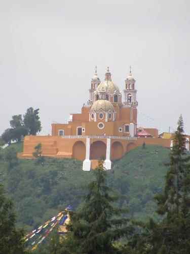 P9120374 Iglesia de los Remedios vista desde el Templo del Dolor casa de los Aztecas de la UDLAP por LAE Manuel Vela