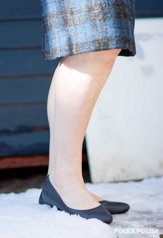 Crocs Lina flats in black paired with a vintage blue plaid pencil skirt for a retro look